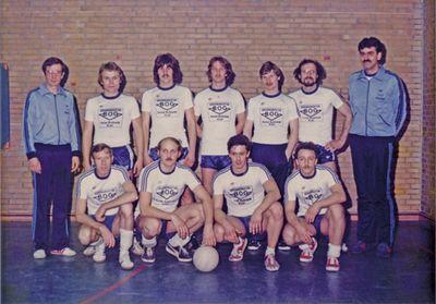 Die Volleyballer des TuS Rotenhof nach dem Aufstieg in die Landesliga 1979