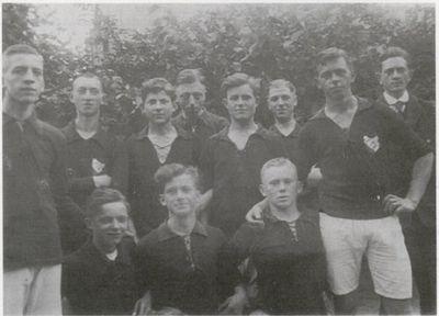 Fußballmannschaft des TuS Rotenhof in den 30er Jahren